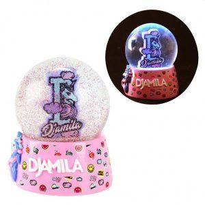 Meisje Djamila Sneeuwbol